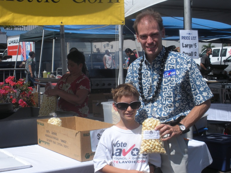 Buying Kettlecorn at the Taste of Kalihi